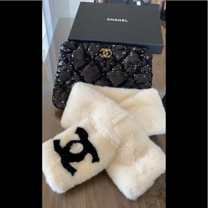 Vintage CHANEL rare furry snow scarf